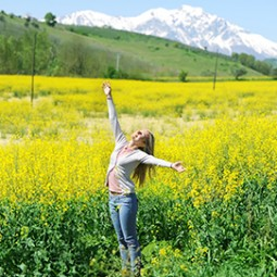 pic-girl-yellow-field